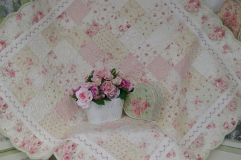 Scalloped Charm Quilt ~ New Jacquard Fabrics