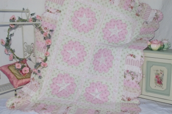 Scalloped Hearts & Stars Quilt image