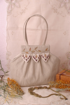 Linen and Leaves Handbag image