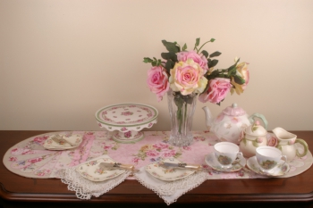 Teatime Roses Table Runner