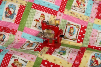 Bee My Dolly Play Quilt & Bonus Drawstring Bag