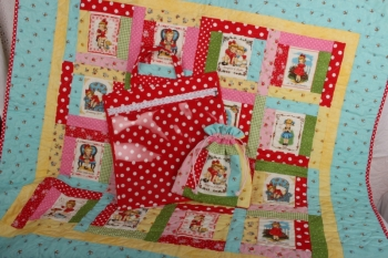 Bee My Dolly Quilt, & Bag image